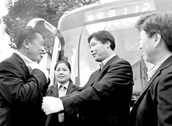上海公交巴士换装新制服
